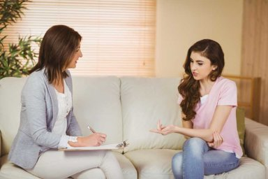 therapist and client during emdr therapy